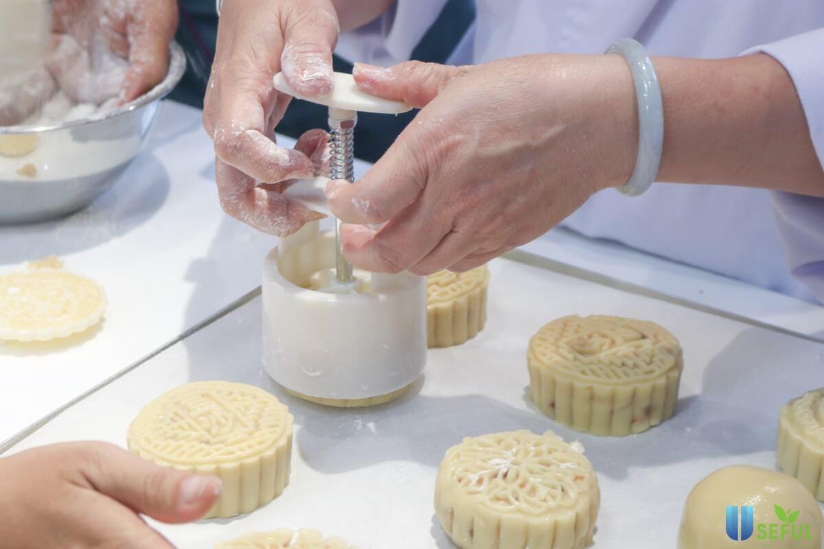 19 mẫu khuôn bánh trung thu lò xo 50 - 250g đẹp giá rẻ