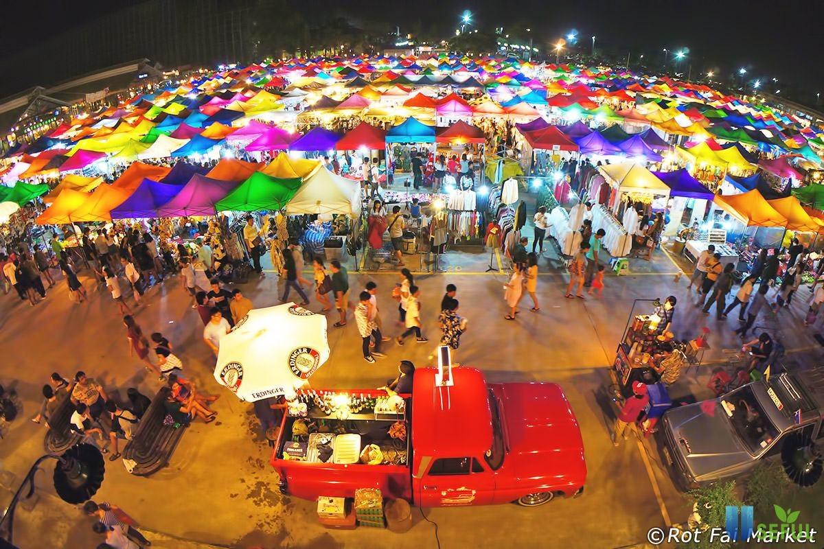 Khu chợ đêm sầm uất Night Bazaar Chiang Mai