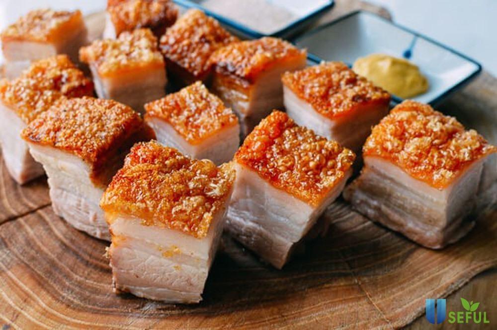 Món lợn quay da giòn nổi tiếng