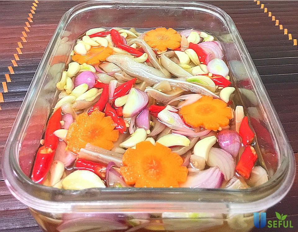 Tai lợn ngâm chua ngọt là món đặc sản ngon tuyệt dành cho những ngày se lạnh của đầu năm mới