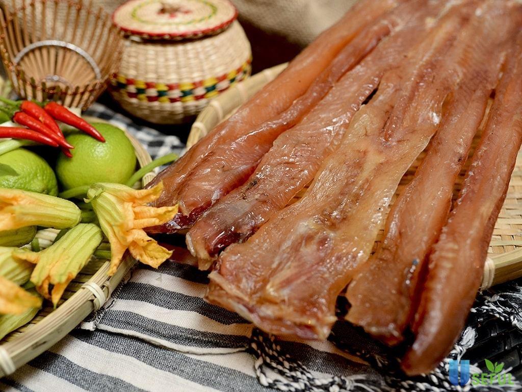 Khô cá lóc là món ăn khá mới lạ nhưng khá được ưa chuộng trong các dịp nhậu ngày tết
