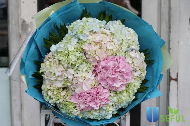 Một bó hoa tươi thắm để tặng các cô giáo nhân ngày 8/3 được rất nhiều phụ huynh lựa chọn