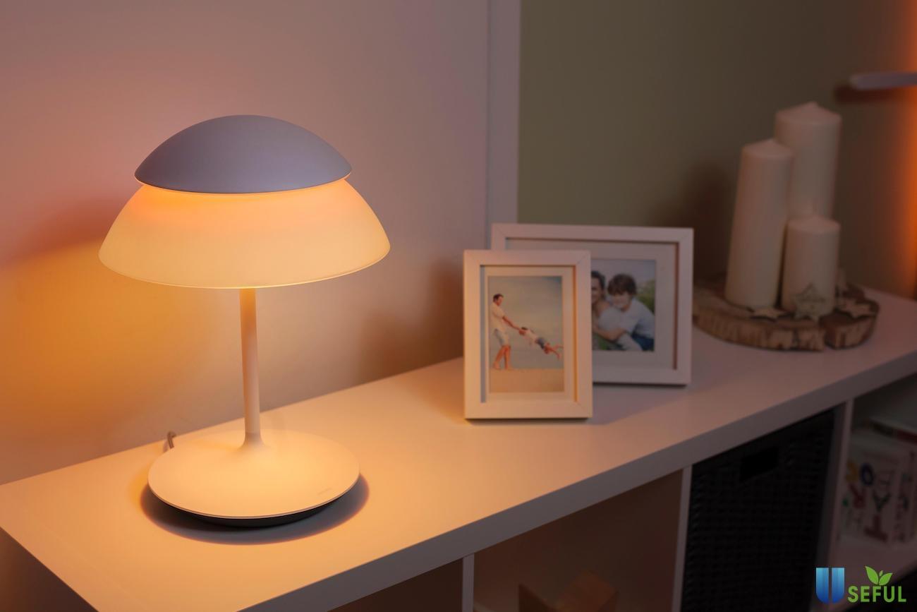 Philips Hue Beyond Table Lamp đem đến trải nghiệm đèn hai tầng độc đáo