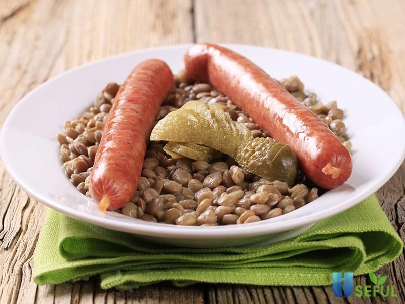Xúc xích ăn với đậu lăng là món khá phổ biến ở phương Tây