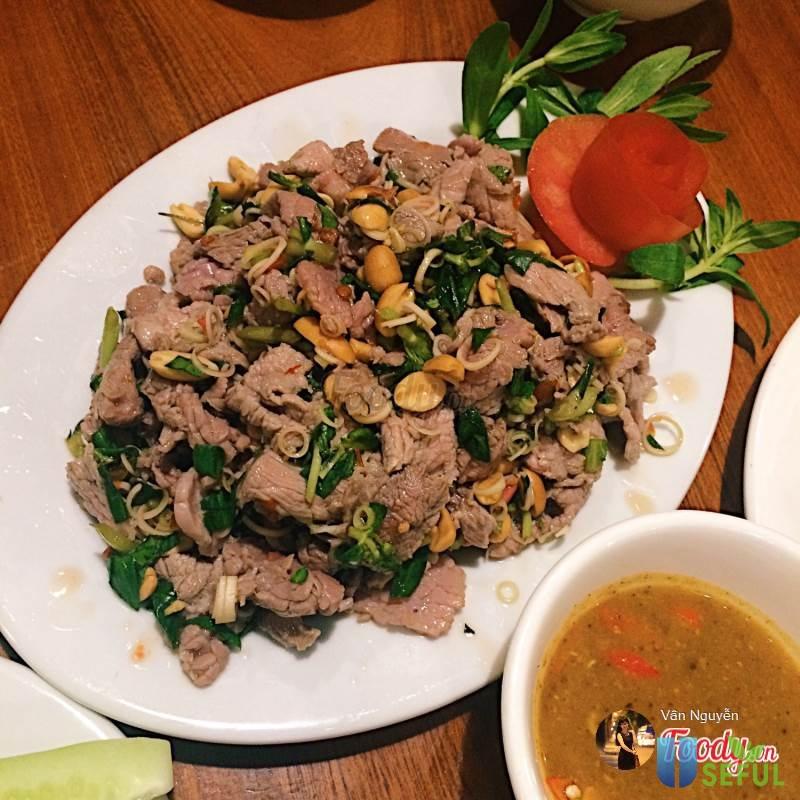 Thịt trâu xào rau muống bổ dưỡng