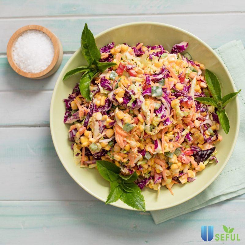 Xà lách là một loại rau tươi ngon, giá rẻ được sử dụng rất nhiều trong các món salad giảm cân