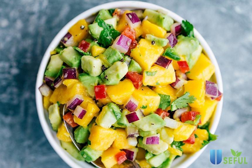 Được tạo nên từ các loại trái cây tươi ngon, loại salad này sẽ đặc biệt thu hút trong bữa ăn của bạn