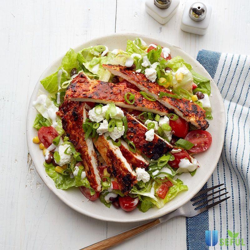 Salad gà nướng là một món ăn được chế biến theo phong cách ẩm thực phương Tây vô cùng hấp dẫn
