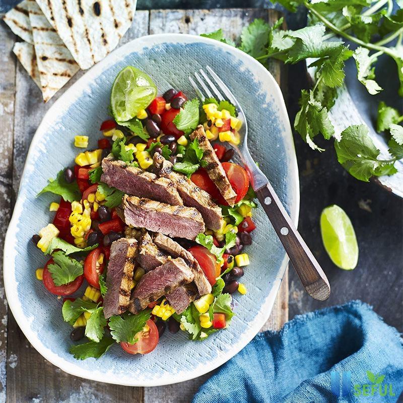 Salad thịt bò trộn chua ngọt kết hợp với các loại rau củ quả sẽ giúp bạn có một thực đơn giảm cân hấp dẫn đấy