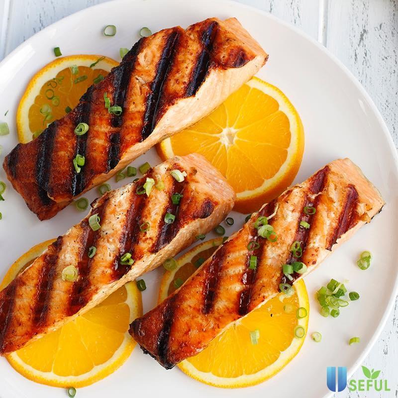 Cá hồi nướng cũng là một lựa chọn không thể bỏ qua cho bữa trưa văn phòng