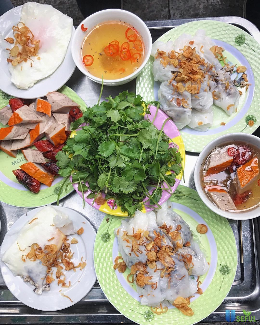 Bánh cuốn là món ăn nhẹ yêu thích của người Hà Nội