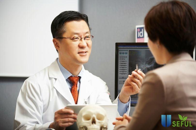 Bác sĩ Hàn Quốc tư vấn phẫu thuật thẩm mỹ