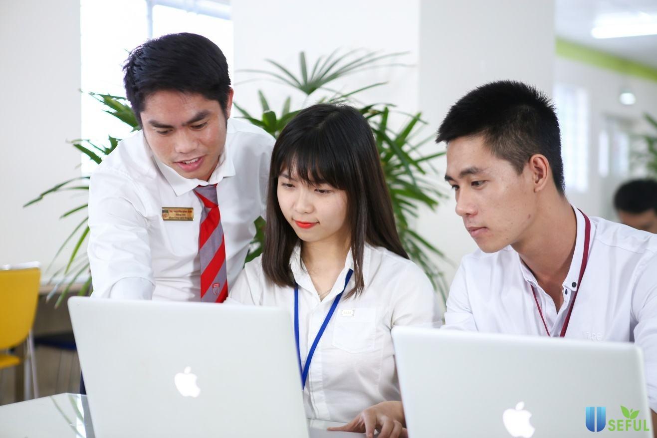 Sinh viên ngành công nghệ thông tin