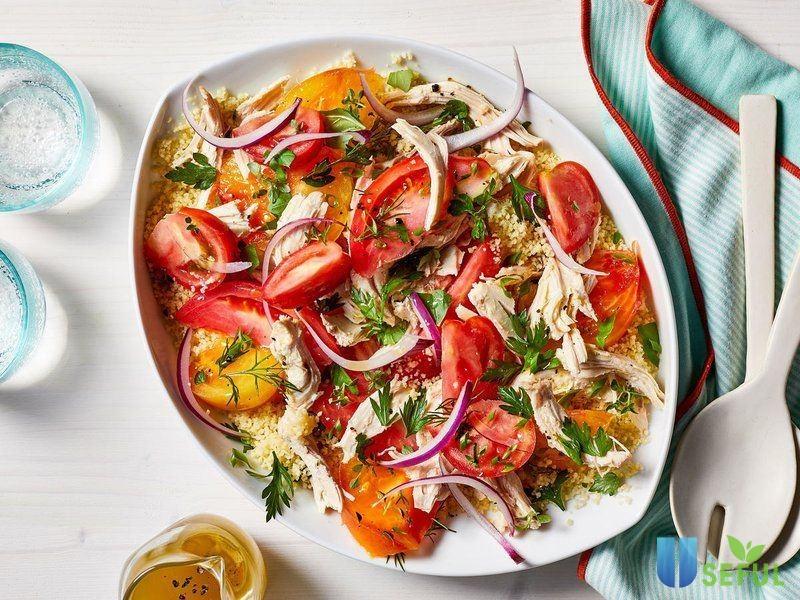 Salad cà chua thịt gà với hương vị thanh mát, bổ dưỡng sẽ phù hợp với những ngày trời nắng nóng, oi ả