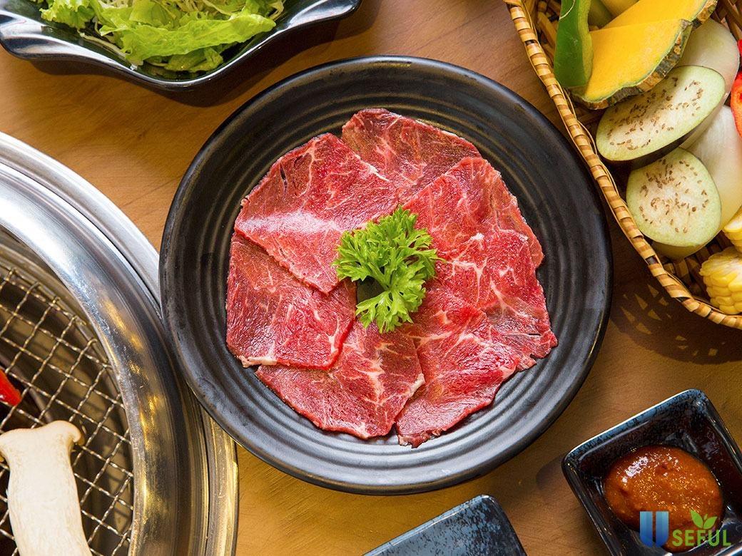 Từng miếng thịt, nguyên liệu ở nhà hàng đều nhập từ nguồn hảo hạng