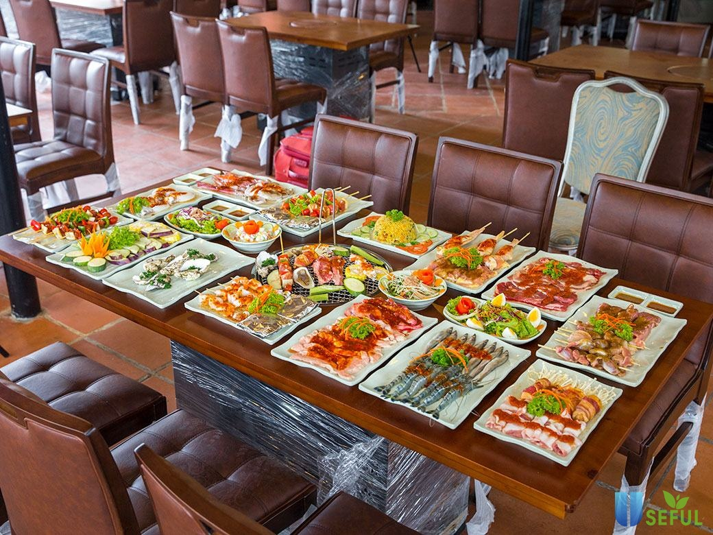 Các món nướng trong bữa tiệc buffet trưa tại nhà hàng Dìn Ký