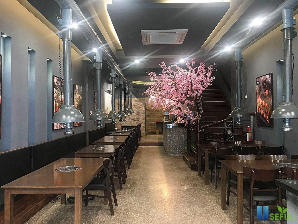 Không gian nhà hàng sang trọng, ấm cúng