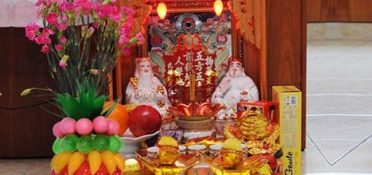 Cách trang trí bàn thờ thần Tài ngày Tết bày hoa quả lễ vật cúng 2021