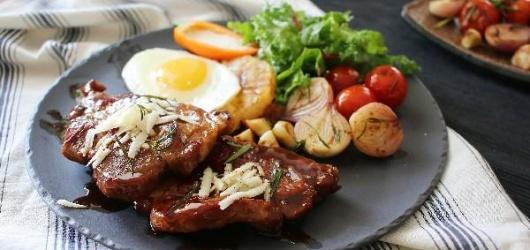 Cách làm bò bít tết bằng chảo gang đơn giản thơm ngon chuẩn nhà hàng