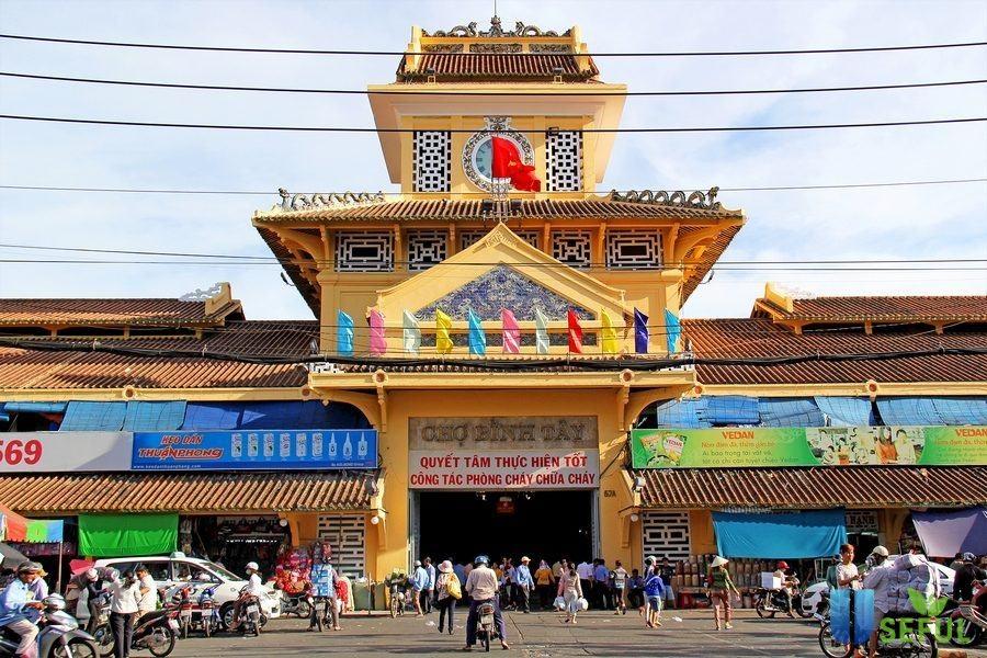 Chợ lớn với lối kiến trúc độc đáo