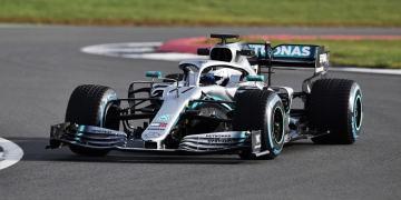 """""""Ngựa chiến dũng mãnh"""" của đội đua Mercedes"""
