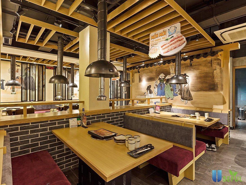 Không gian nhà hàng khá ấm cúng, gần gũi và thân thiện