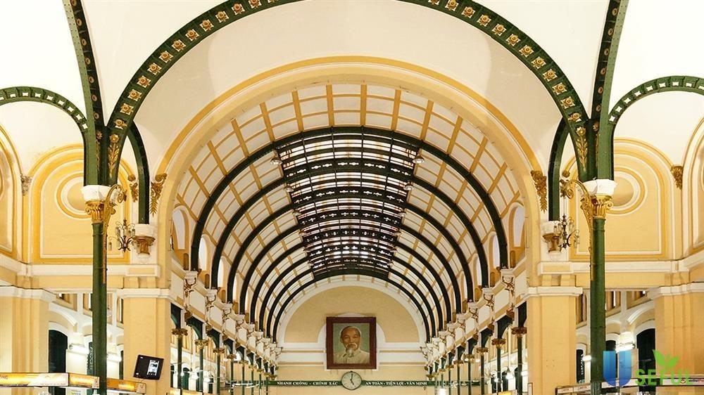 Bưu điện trung tâm Sài Gòn là gợi ý cho câu hỏi du lịch Sài Gòn nên đi đâu