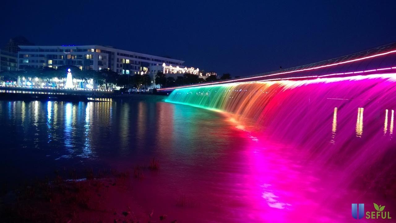 Du lịch Sài Gòn nên đi những đâu? Cầu Ánh Sao - Hồ Bán Nguyệt chính là câu trả lời