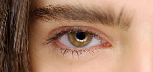 Trang điểm hàng ngày với mascara như thế nào?