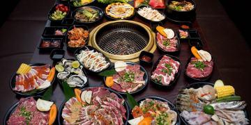Thực đơn buffet đa dạng, phong phú với các món ăn hấp dẫn