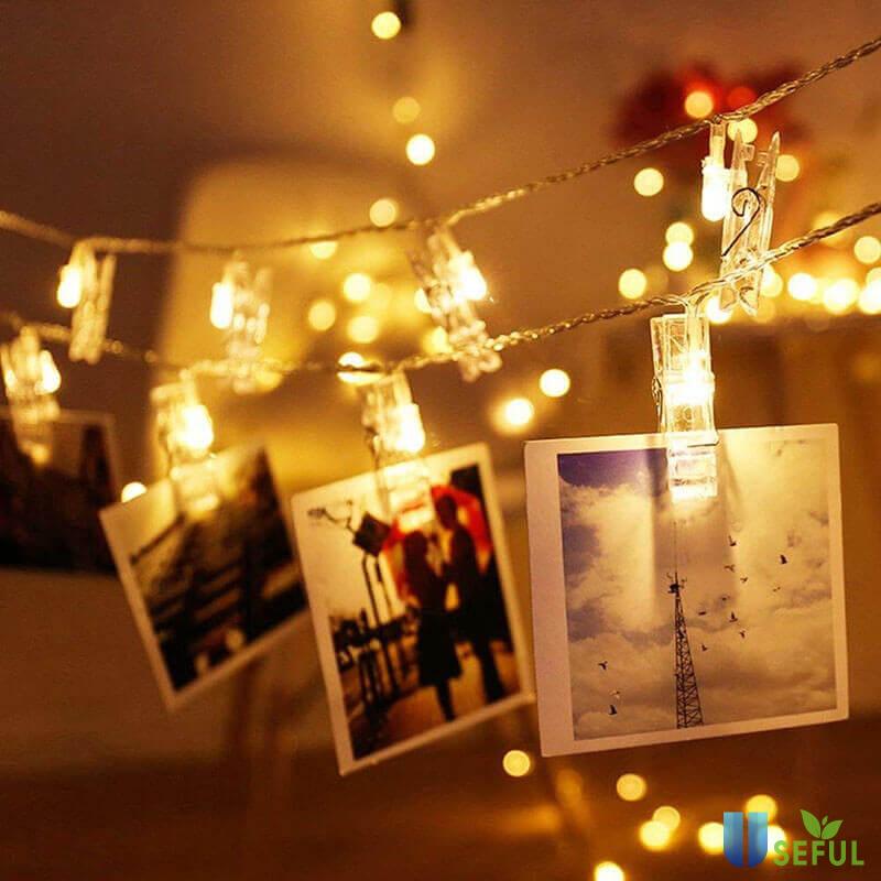 Đèn trang trí phòng ngủđược phương tây lựa chọn khá phổ biến để tăng thêm sự lãng mạng cho căn phòng ấm áp của mình