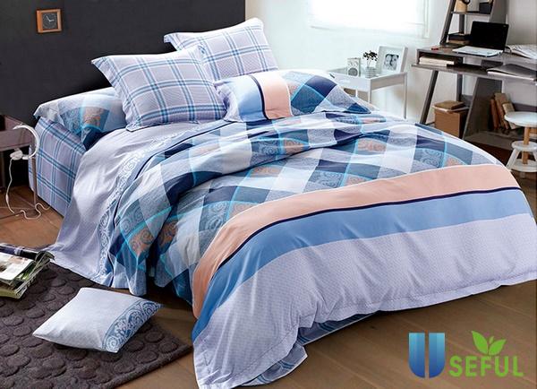 Một trong những cách trang trí phòng ngủ dễ thương chính là chọn chăn ga, gối, nệm