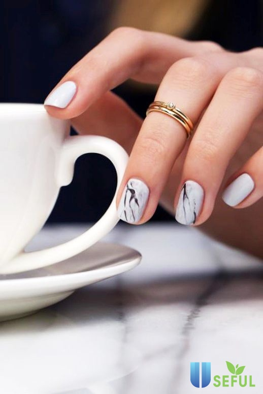 Sơn màu nail trắng cùng họa tiết
