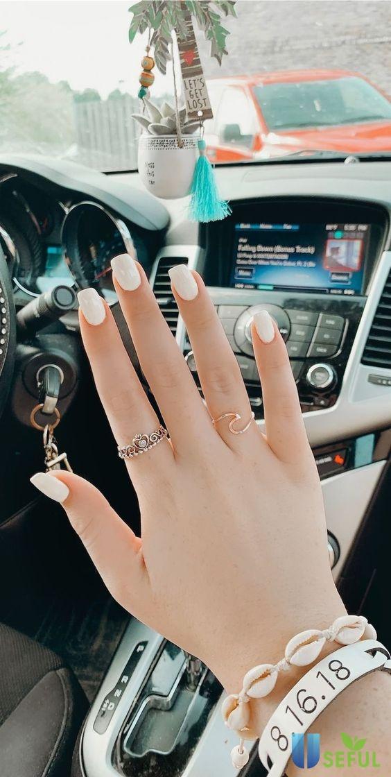 Mẫu nail một màu tông trắng sang trọng