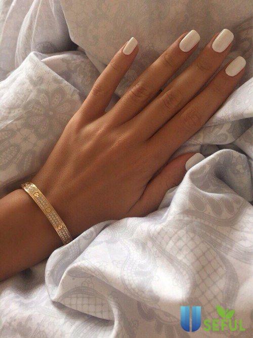 Mẫu nail một màu đơn giản nhưng được ưa chuộng nhiều