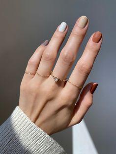 Mẫu nail tùy màu theo ý thích được nhiều bạn trẻ yêu thích