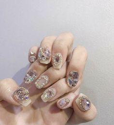 Mẫu nail đính đá lấp lánh nhất dành cho quý bà