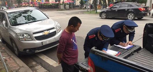 Mức phạt khi dừng và đỗ xe sai quy định hiện nay là bao nhiêu?