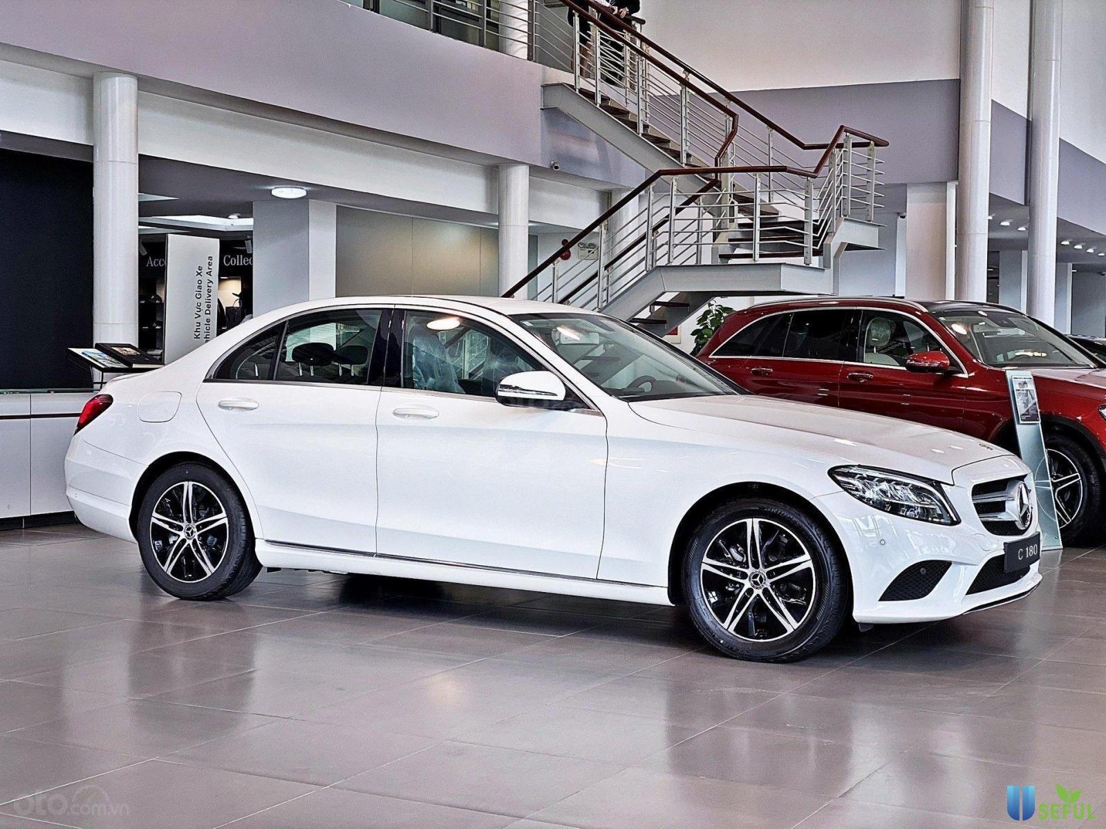 Bán Mercedes C180 đời 2020, màu trắng, nhập khẩu nguyên chiếc