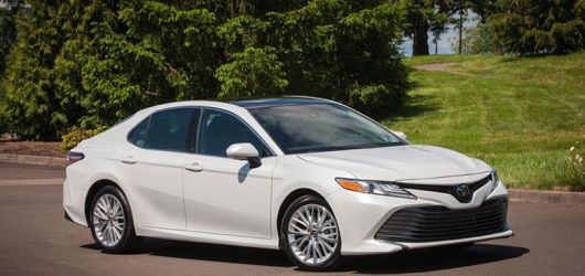 Cập nhật giá bán và ưu nhược điểm xe Toyota Camry 2020 1 2021