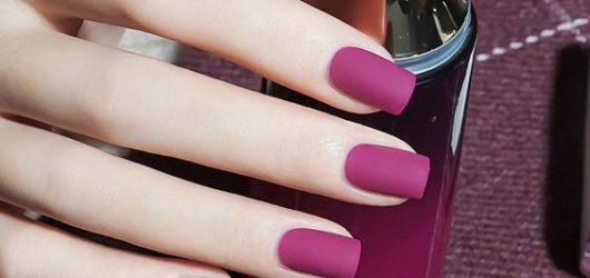 Vài mẫu nail đẹp tôn da sáng theo màu mới làm cho chị em thêm xinh vào những ngày lễ hay du lịch
