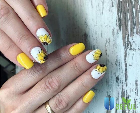 Mẫu nail vẽ hoa cúc cách điệu