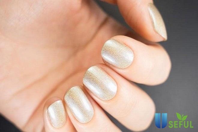 Mẫu nail ánh kim tôn da