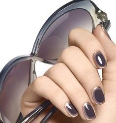 Các mẫu nail đơn giản dễ thương lấp lánh làm cho nàng tự tin khi dạo phố
