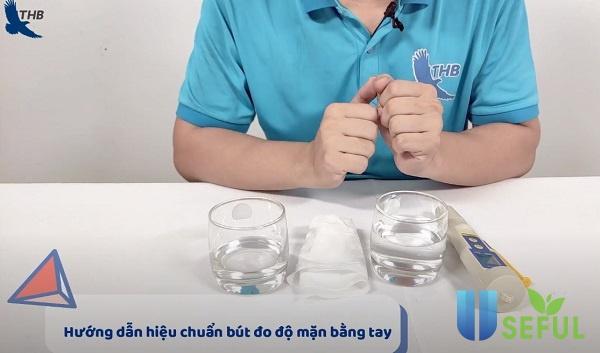 Hiệu chuẩn bút đo độ mặn hiệu chuẩn bằng tay - Dichvuhay.vn