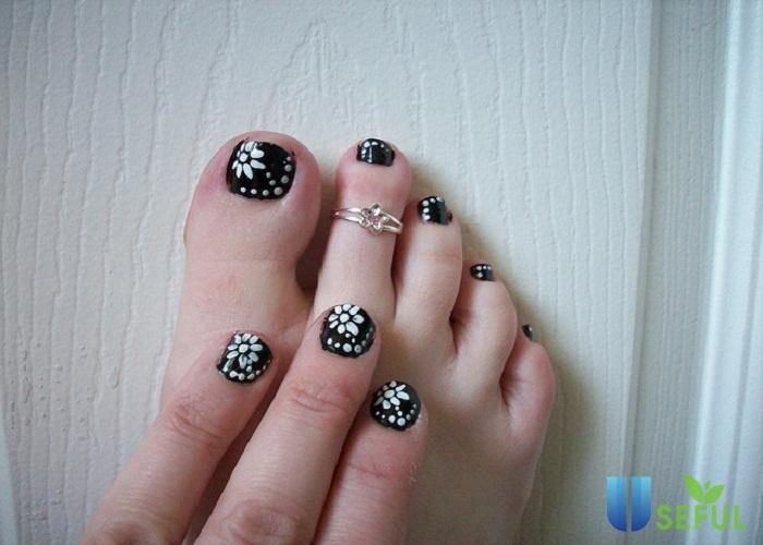 Móng chân hình hoa dễ thương xinh xắn