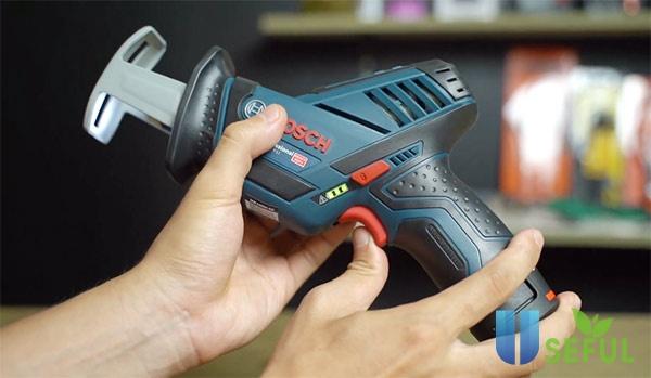 Máy cưa kiếm dùng pin GSA 12V-LI Solo có đèn báo dung lượng pin còn lại - Dichvuhay.vn