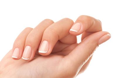 Những bí quyết chăm sóc móng tay dễ gãy