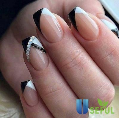 Mẫu nail đen trắng đầu móng