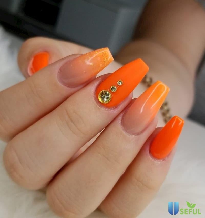 Mẫu nail ombre màu cam đính đá